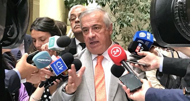 Ministro De Salud Enfatiza Importancia De Medidas De Prevención En El Saludo E Higiene En Superficies De Contacto