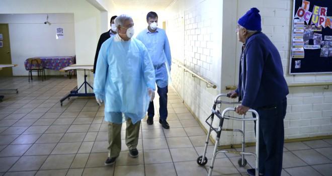 Ministerio De Salud Llama A Extremar Precauciones En Residencias De Adulto Mayor Ante Brote De COVID-19 En ELEAM De Puente Alto